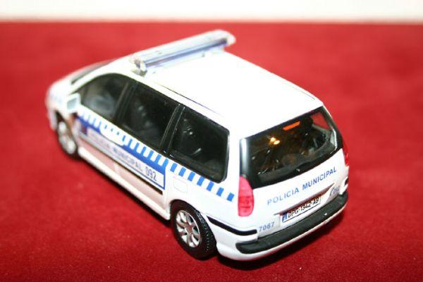 Vehiculo Miniatura Monovolumen Peugeot 809 Policia Municipal de Madrid