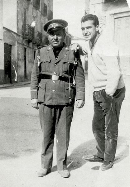 Manzanera y un amigo en la Calle del Pilar